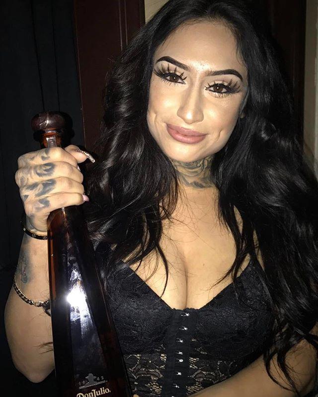 Come pop a bottle with @its_yasmanii 🍾💸💰 #satintopless #satinbaddies #bottlepoppin